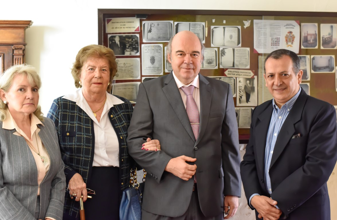 Album de Fotos: Álbum de la toma de posesión como Director Honorario en la Biblioteca Provincial Dr. Atilio Cornejo
