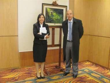 Foto: La secretaria de la Escuela, Claudina Xamena y el juez de Corte, Abel Cornejo.