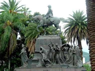 Foto: Monumento en Plaza 9 de Julio