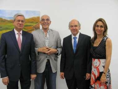 Foto: Dr. Guillermo Posadas, Ing. Gustavo Paul, Dr. Abel Cornejo y Milagros Patrón.