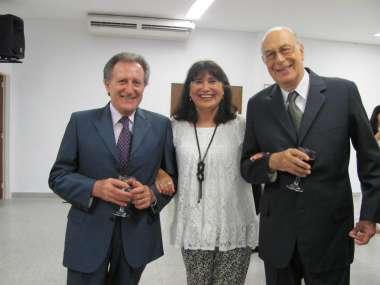 Foto: Dr. Elio De Zuanie, Eva Barroso y el Ctdor. Luis Martino