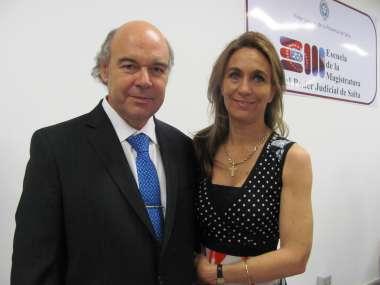 Foto: Abel Cornejo y Miagros Patrón en el brindis de la Escuela de la Magistratura