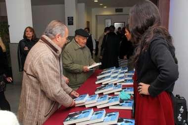 Foto: Los asistentes se fueron munidos de sus libros para repasar la historia.