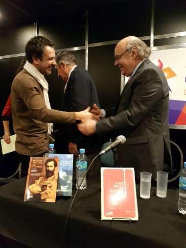 Foto: Abel Cornejo junto al escritor cubano que hizo una obra sobre Salta