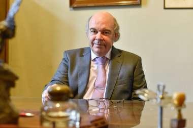 Foto: El Dr. Abel Cornejo en su nuevo despacho
