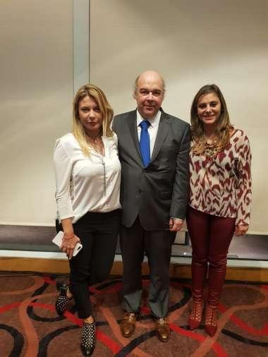 Foto: Abel Cornejo junto a las Dras. Claudia Puertas y María Edith Rodriguez