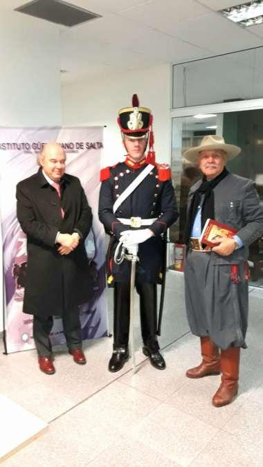 Foto: Abel Cornejo, Leopoldo Van Cawlaert y Granadero del Reg. Gral. San Martin