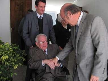 Foto: Abel Cornejo agradeció al Dr. Ricardo Reimundín su presencia en el acto