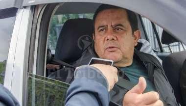 Patricio Pazmiño Freire, minutos después de arribar a la provincia en el avión provincial. Pablo Yapura