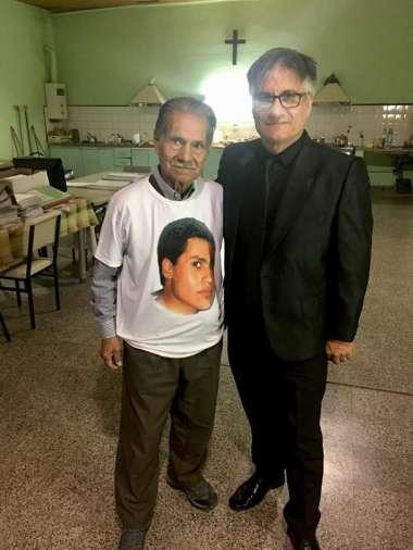 Heredia con el padre de Sergio Ávalos