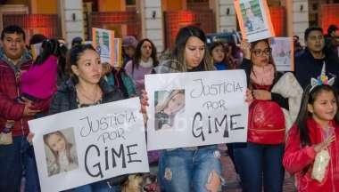 Momentos en que familiares y amigos de la joven marcharon en Salta. Pablo Yapura