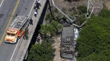 El micro de la GNA despistó cuando viajaba de Santiago del Estero a Jujuy. FOTO: Archivo