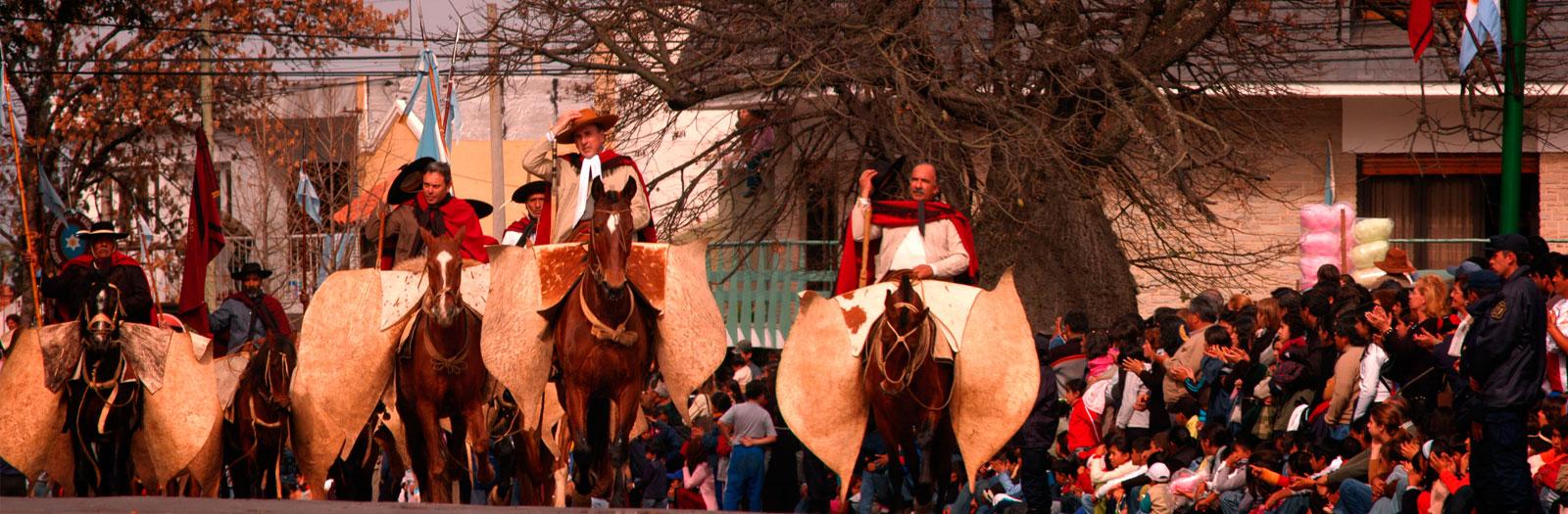 Desfile gaucho, homenaje a Güemes, Salta. Por Eliseo Miciu (gentileza de turismo.salta.gov.ar)
